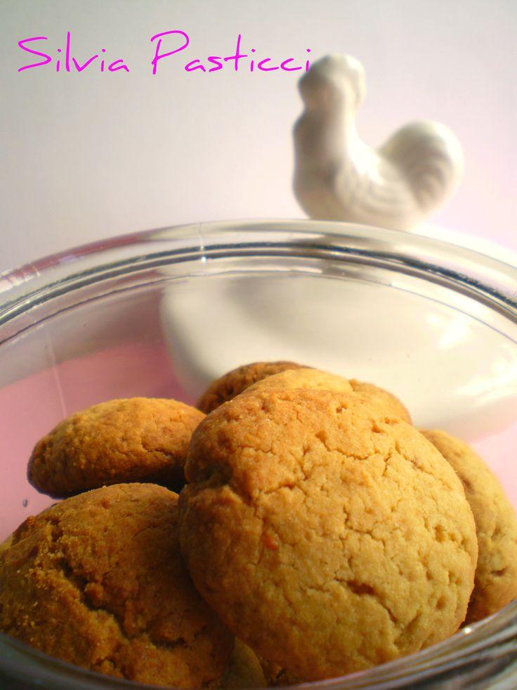 Pensando al Natale: biscotti alle mandorle da regalare.