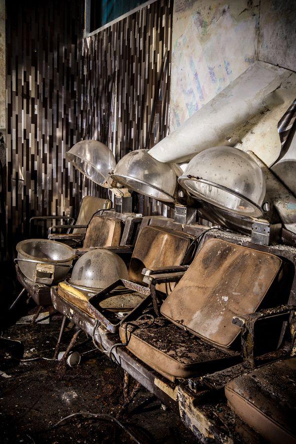 Abandoned hair salon | urban decay | forgotten place | urbex | urban exploration