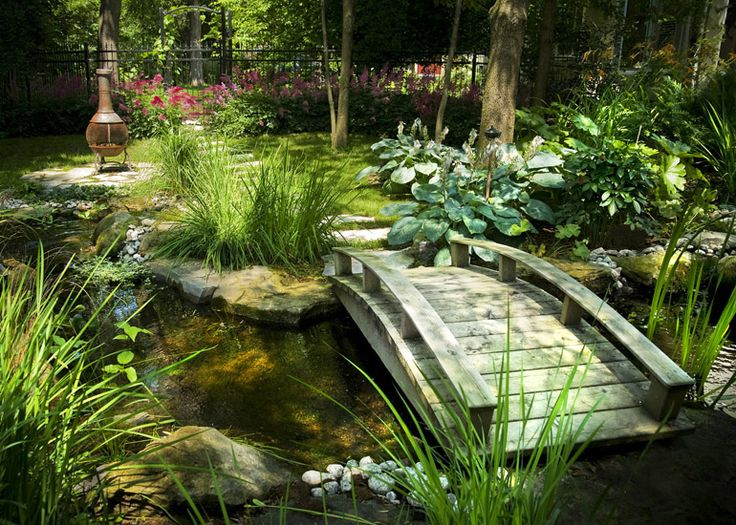 Aménagement paysager, Havre en ville. J'adore le principe du  jardin d'eau avec un petit pont zen.
