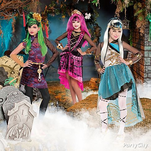 Be ghoulfriends! Are u more Jinafire, Draculaura or Frankie Stein? Monster High costume ideas = wicked awesome… don't be caught dead in anything else! #BeACharacter