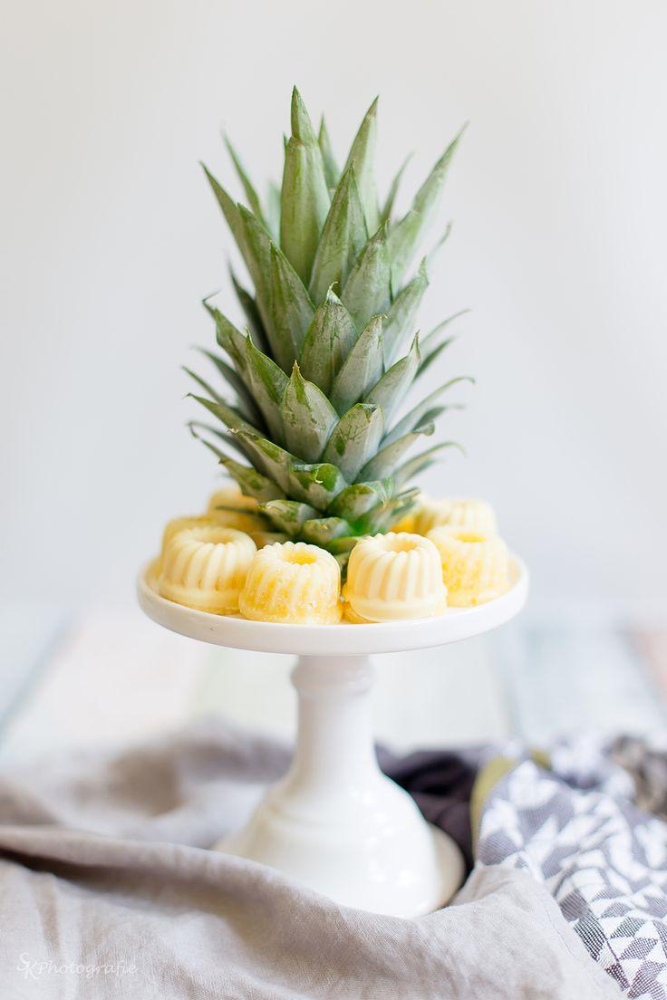Alles und Anderes: Selbstgemachte Ananas-Kokos-Eis-Gugl mit weißer Schokolade