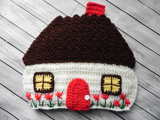 Tea Cozy Pattern by Amy Dorr http://www.ravelry.com/patterns/library/cottage-tea-cozy-2 Absolutely love this.