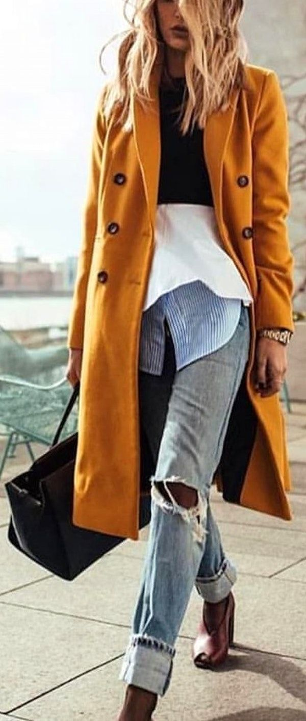 5c6bf7393f92  spring  outfits woman wearing brown coat holding bag. Pic by   milanfashion2015