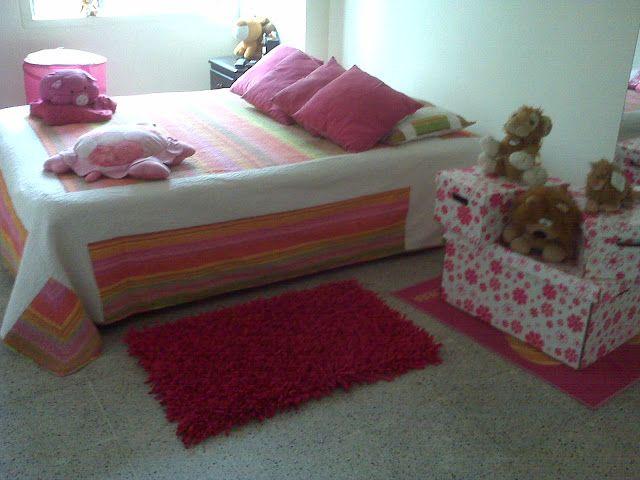 Tapete rosado para la habitación de las niñas, pie de cama mediano  http://artesaniaymoda.blogspot.com/