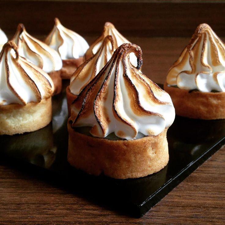 Simple things in life  This cute tartlet  #lavonne #lavonneacademyindia #lavonneacademy #tart#mixedfruit #meringue #pastrychef #chefsatlavonne