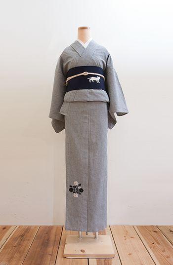 こちらは同じ刺繍着物でも、インディゴ染めのもの。よりナチュラルな着こなしができそうです。