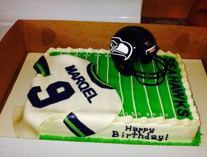 Cake Decorations Football Team : Best 25+ Football field cake ideas on Pinterest Football ...