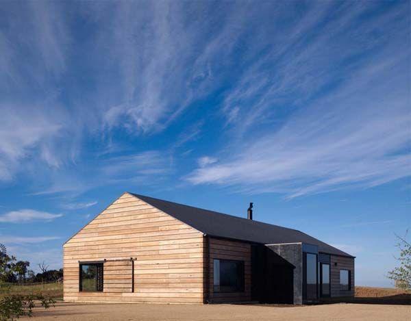 Panoramic Australian Residence inspired by farmhouses: Hill Plain House