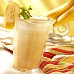 Fruity Green Tea Smoothie. To be tried soon: Lipton orange tea + 1 banana + Ice