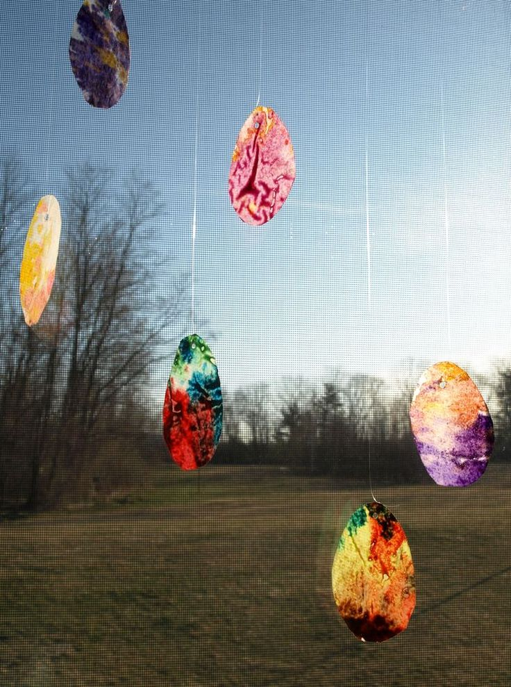 Use crayons and wax paper to create these lovely eggs ~ hang in window & on Easter Tree