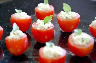 Tomate cereja recheado com ricota