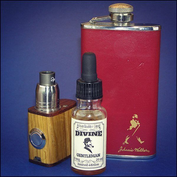 Gentleman's survival kit.  Mini wood box mod. Divine liquid.  #vapepics #vape4you #vapeporn #vapelife #vapelyfe #vapenews #vapenation #vapestagram #mod #boxmod #woodboxmod #woodmod #18350 #18350mod #ecig #epapieros #ejuice #premiumeliquid  #premiumejuice #premiumejuices #elektronicznepapierosy #vapepoland #warszawa #polska #poland #praga #pragapółnoc #pragapolnoc
