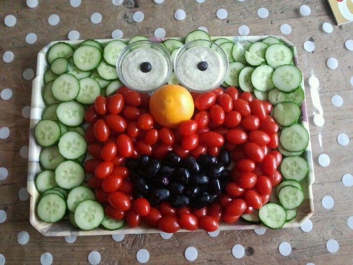 Elmo traktatie voor feest avond peuterspeelzaal/ kinderdagverblijf gemaakt. Gezonde traktatie.