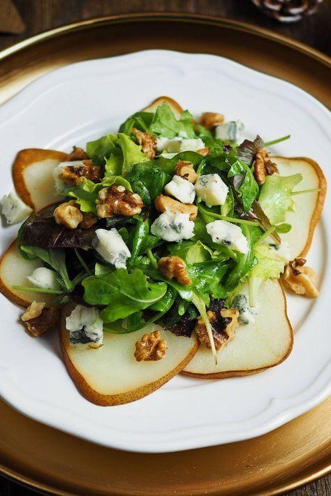 Birnen-Carpaccio auf Pflücksalat mit Gorgonzola und Walnüssen & selbstgebackenen Mini-Brötchen
