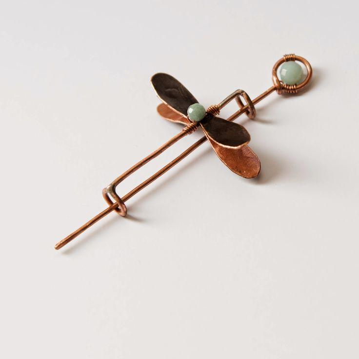 SPILLA LIBELLULA CON AMAZZONITE #spilla • #brooch • #fibula • #libellula • #dragonfly • #rame • #copper • #pietre • #stones • #amazzonite • #amazonite • #formatura • #forming • #forgiatura • #forged • #fattoamano • #handmade • #gioielli • #jewelry • #artigianale • #handcrafted • #contemporary • #gioiellicontemporanei • #contemporaryjewelry • #diana • #dianalab • #dianajewelry • #shapingmetal