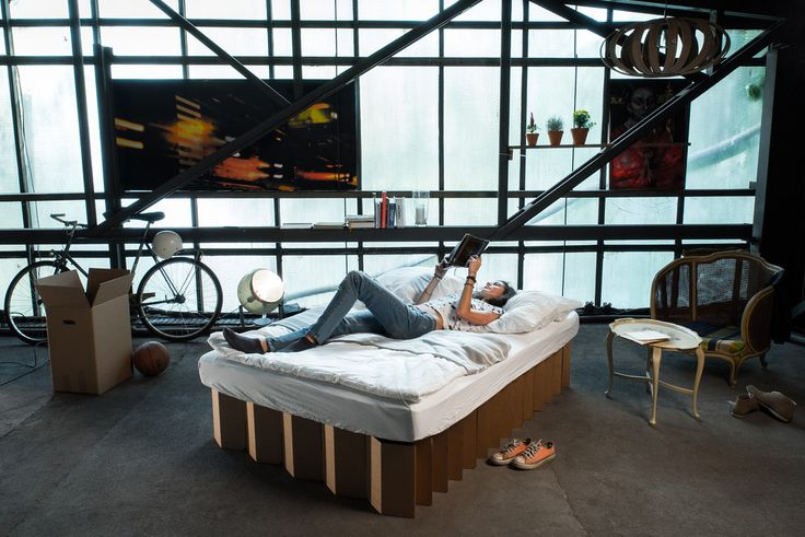 Inviting!- mobile, light, flexible, and sustainable cardboard bed - medium, natural brown | Einladend!- mobiles, leichtes, flexibles und nachhaltiges  Pappbett - medium, naturbraun | http://de.roominabox.de/collections/all/products/das-pappbett-2-0