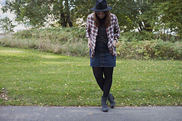 Jeans, shirt, hat