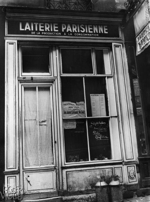 Guerre 1939-1945. Devanture d'une laiterie parisienne.
