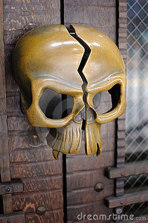 Brass skull door handle