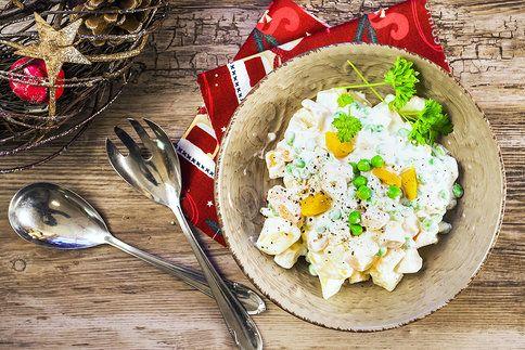 Bramborový salát nemusí být hutný a plný kalorií
