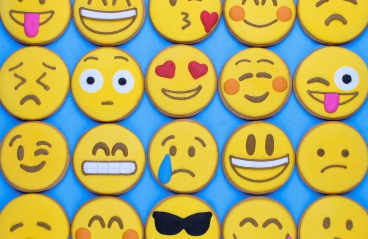 how to set conversation emoji in facebook