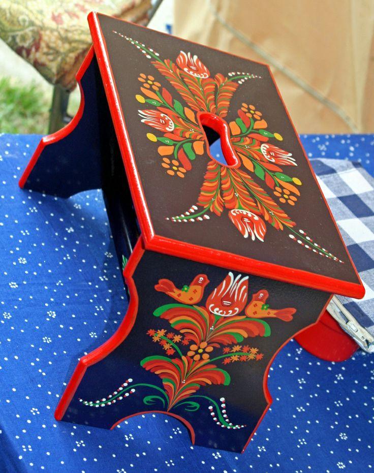 Kissámli (small stool) - photo: Béla Balla