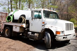 How much does it cost to pump a septic tank.