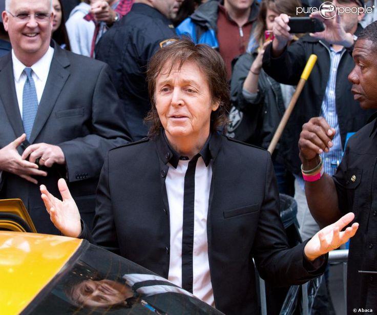 Paul McCartney Surprise Concert   Paul McCartney a donné un concert surprise gratuit sur Times Square ...