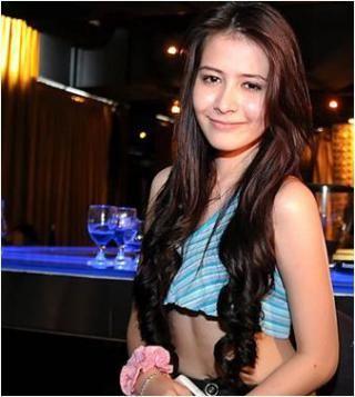 Wow siapa yang menyangka jika aktris seksi campuran Indonesia dan eropa ini ternyata pemain Dota sejati? Bahkan gosipnya, ia vakum dari Sinetron dan FTV demi bermain Dota loh