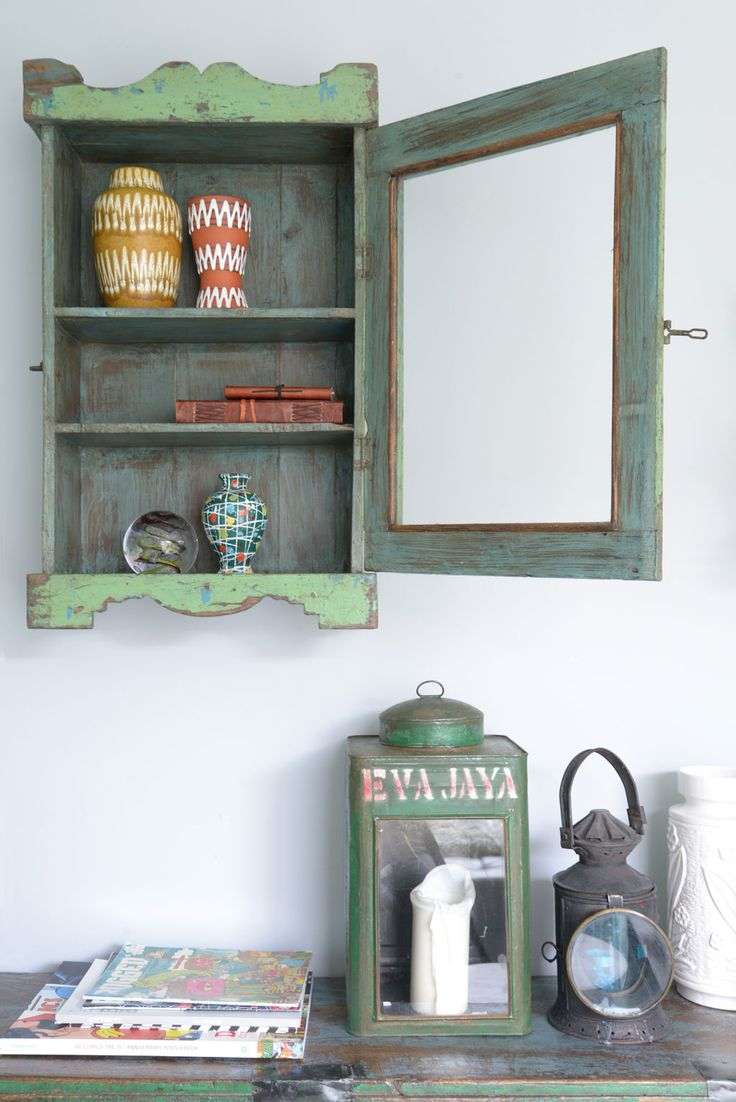 Styling & Photographer: Souraya Hassan - Binti Home vtwonen februari 2014 #vtwonen #magazin3 #interior #wood #green #grey #cabinet #accessoires #lantern #vase #bintihome