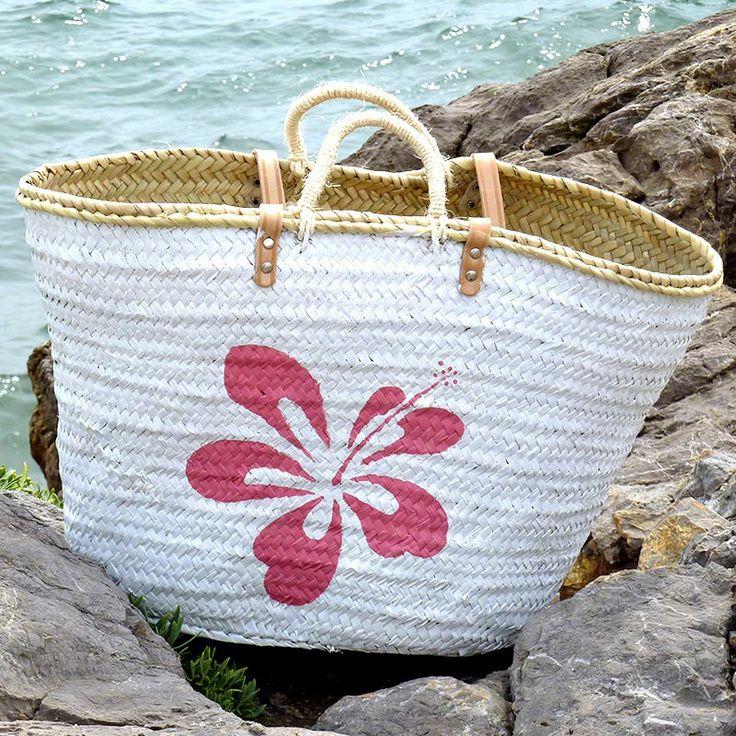 """Mi novia me dijo: """"Tienes que hacer algo más veraniego, como un hibiscus, que es una de las flores de verano por excelencia"""".  #capazos www.artaliquam.com"""