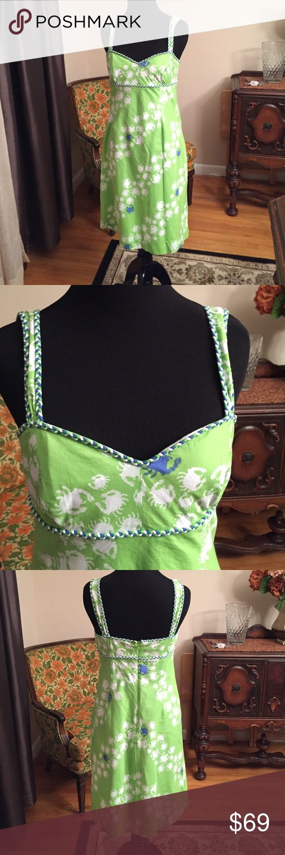 Vintage Lilly Pulitzer sundress 4-6 vintage Lilly Pulitzer line green blue and white lined crab dress. I wore this once in Hawaii to rave reviews but quickly outgrew it. This is lined and the quality is beautiful. It is a size 6 but runs as a small 6 or a 4 Lilly Pulitzer Dresses