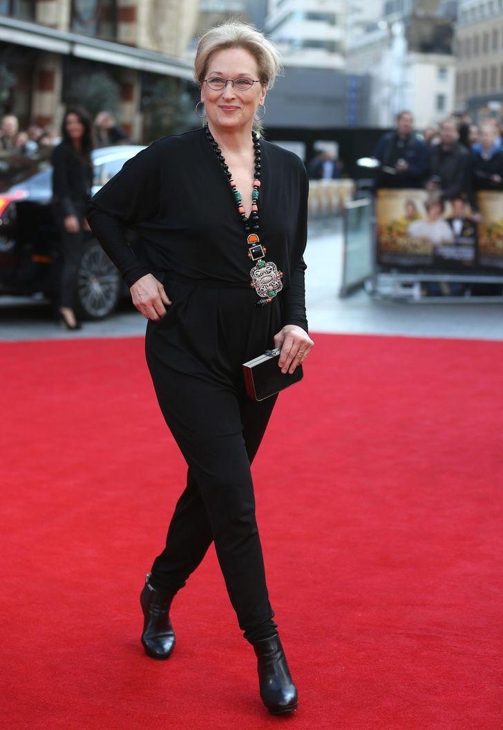 10 Consejos tomados del estilo de Meryl Streep para lucir hermosa a cualquier edad Meryl Streep, Coat Shoes, Us Actress, Style Challenge, Braided Updo, Black Jumpsuit, Black Ankle Boots, American Actors, Lady Gaga