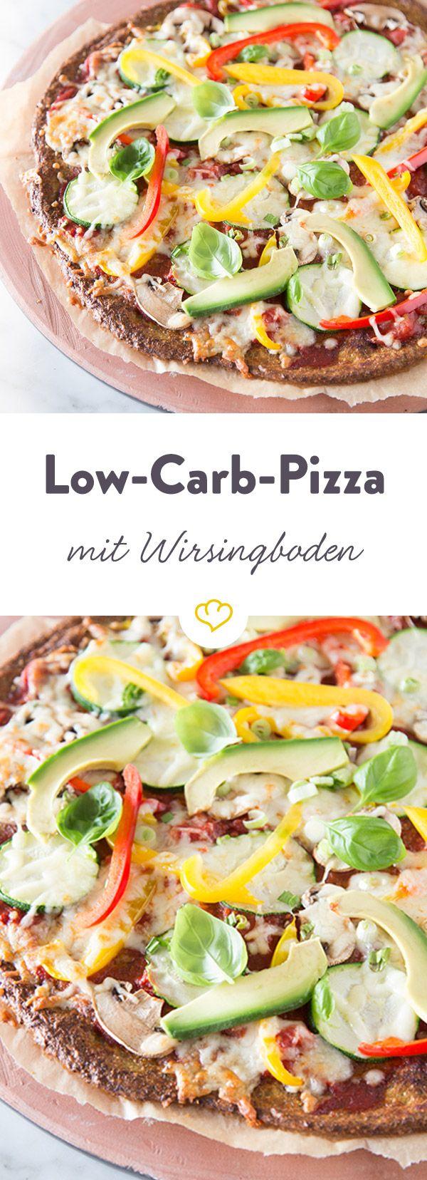 Ein Boden aus Grünkohl, Ei, Käse und geschroteten Leinsamen, belegt mit buntem Gemüse - diese Pizza macht Vegetarier, sowie Low Carber satt und glücklich.