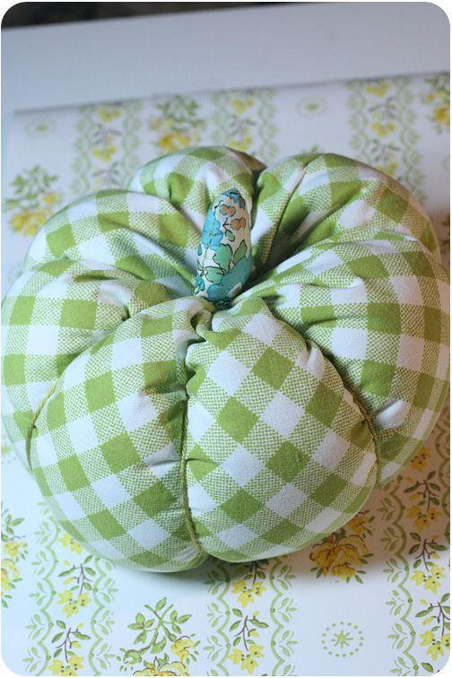 Fabric pumpkin tutorial: Fabrics Pumpkin, Fall Pumpkin, Halloween Autumn, Crafts Ideas, Fall Decor, Fabrics Stuffed, Diy Fabrics, Fabric Pumpkins, Pumpkin Tutorials
