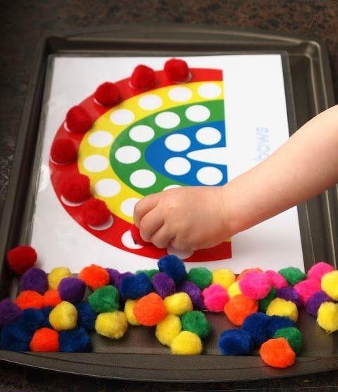 Brincadeira lúdica para ensinar as cores aos pequenos.