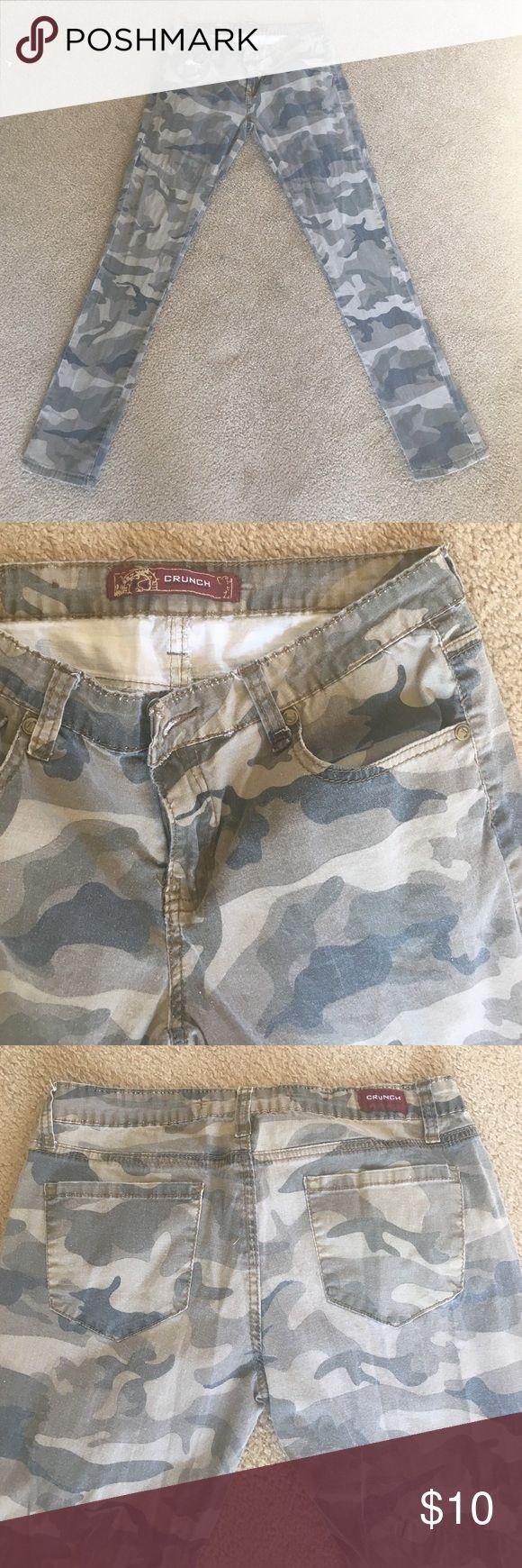 ⚡️FLASH SALE ⚡️Camo jeans Gently used. Pants Skinny
