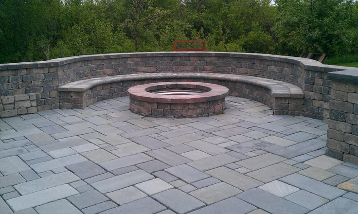 17 best images about fire pits on pinterest fire pit for Backyard brick fire pit