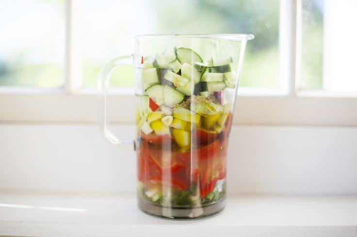 Gazpacho –svalkande sensommarsoppa och bra för att använda upp mjuka tomater: http://martha.fi/sv/radgivning/recept/view-93381-4396