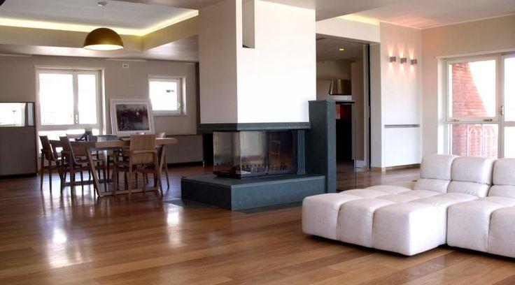 Ristrutturazione di un appartamento in Sicilia. Design e funzionalità | RistrutturareOnWeb #appartamento #camino #openspace #legno #pietra #vetro #domotica
