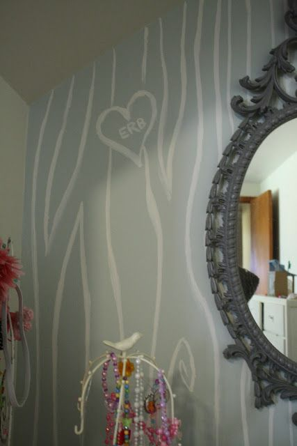 Hand painted faux bois wall #diy #paint