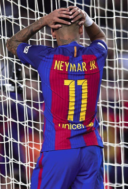 barcelonaesmuchomas:「ネイマール・ダ・シウバ・サントス・ジュニオールバルセロナで2016年11月19日にカンプノウスタジアムでFCバルセロナとマラガCFとの間にリーガエスパニョーラの試合中に。 「