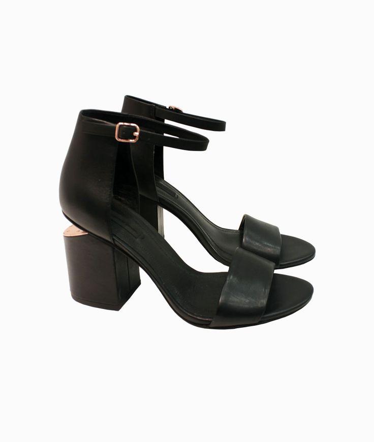 Abby black sandals by Alexander Wang #arropame #conceptstore #bilbao #ss2016 #AlexanderWang #fashion #shoponline #shopping #trendy #style #sandals http://arropame.com/coleccion-completa-alexander-wang-ss16/