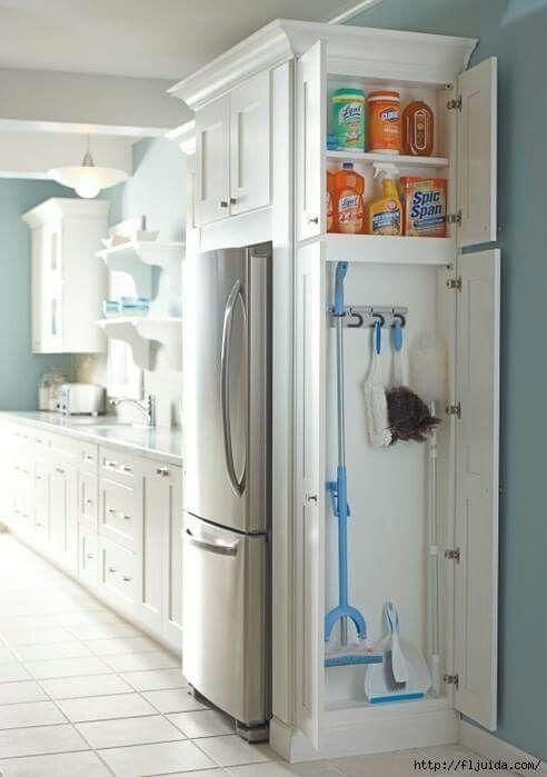 איחסון מגב מטאטא במטבח
