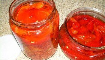 Κόκκινες πιπεριές ξιδάτες