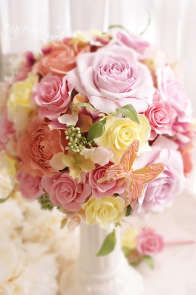 022//ピンク系mix。ラウンドブーケ。ピンク系カラードレスに合わせて、オレンジ、イエロー、グリーンの葉などのmixカラーでお作りしたブーケ
