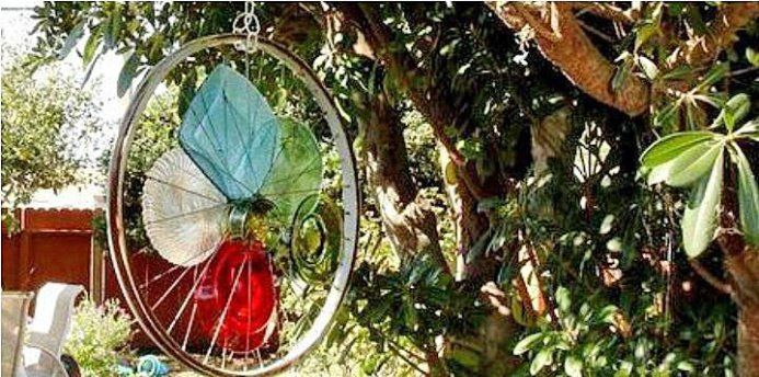 Wheel Genius! See what these Flea Market Gardeners have created from glass dishes and bicycle wheels. Garden art to hang from the trees and more!