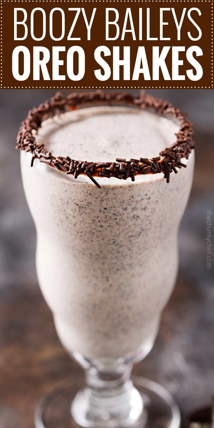 Cookies and cream flavors abound in this boozy oreo milkshake recipe! Blended with both Baileys and vanilla vodka, the taste is second to none, and will satisfy any sweet craving! | #milkshake #oreo #cookiesandcream #boozy #baileys #frozen #recipe