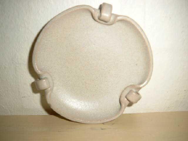 Arne Bang Ceramics. Dish in stoneware from 1950es. Signed AB. #arne #bang #ceramics #pottery #stoneware #dish #dansk #keramik #fad #danish SOLGT/SOLD on www.klitgaarden.net