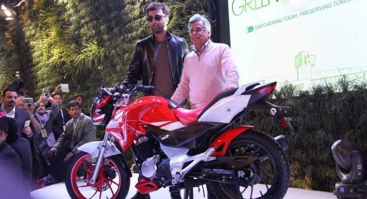 Hero MotoCorp Xtreme 200S launched at 2016 Auto Expo by Actor – Ranbir Kapoor